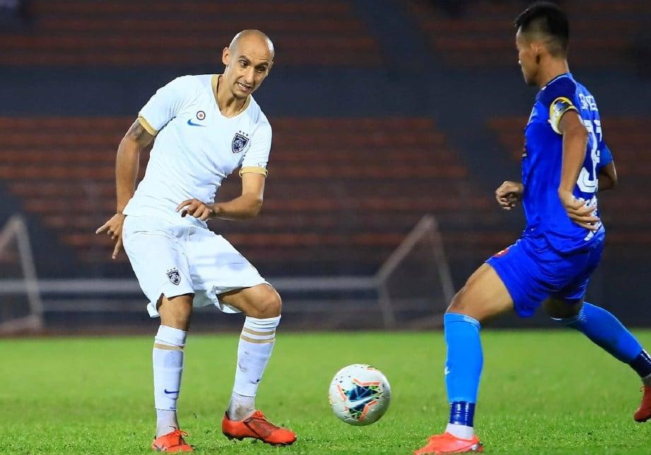 NATXO (kiri) meraih caps pertama di peringkat antarabangsa ketika membantu skuad kebangsaan mengikat Mongolia 2-2 pada 2018. FOTO Ihsan Johor Southern Tigers