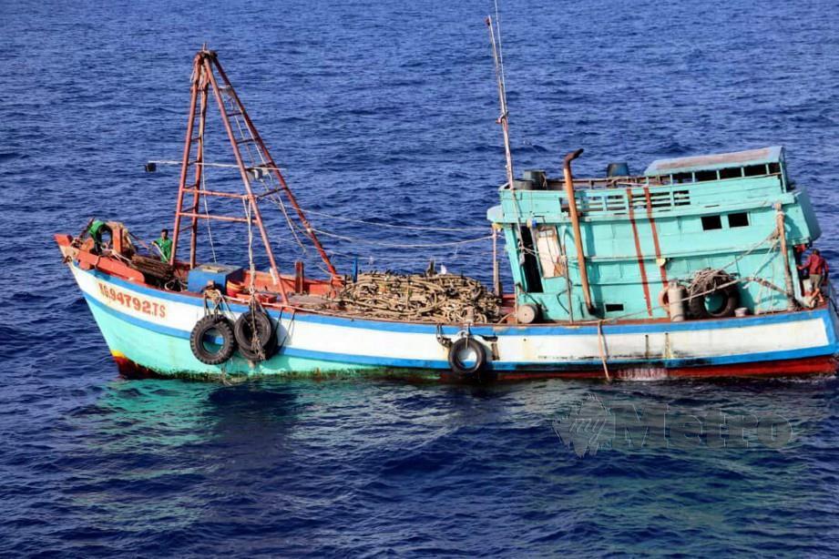 KUALA LUMPUR 23 MEI 2019. APMM merampas lima bot dan menahan 40 warga Vietnam menceroboh serta mencuri hasil perikanan negara. NSTP/EMAIL