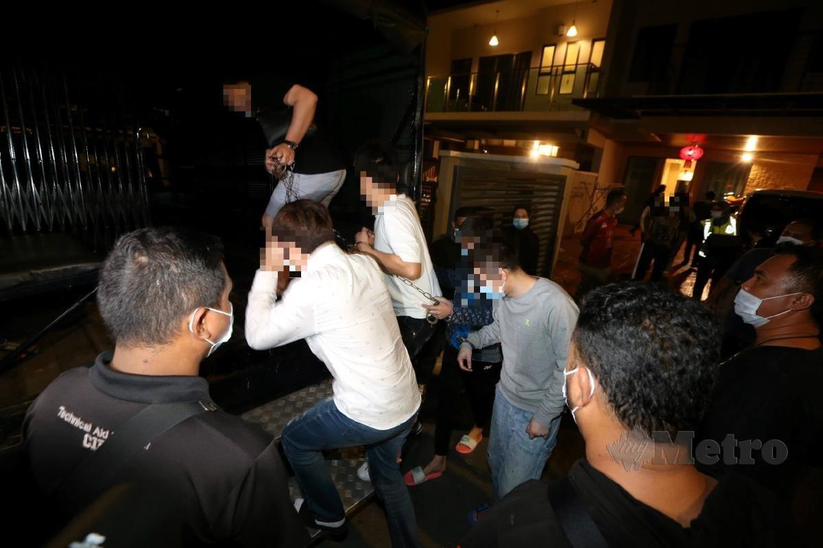 ANTARA warga China ditahan dalam serbuan di sebuah kediaman mewah di Cheras. FOTO Hairul Anuar Rahim
