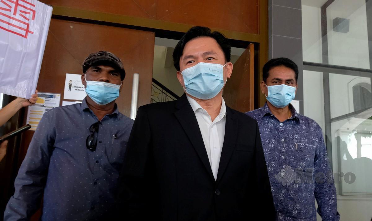 PAUL Yong Choo Kiong (tengah) hadir untuk perbicaraan kes rogol pembantu rumah yang bermula di Mahkamah Tinggi hari ini. FOTO Bernama