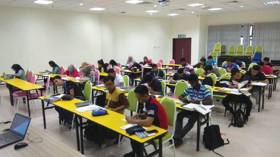 KAEDAH pembelajaran atas talian belum menggantikan sepenuhnya pembelajaran secara tradisional.