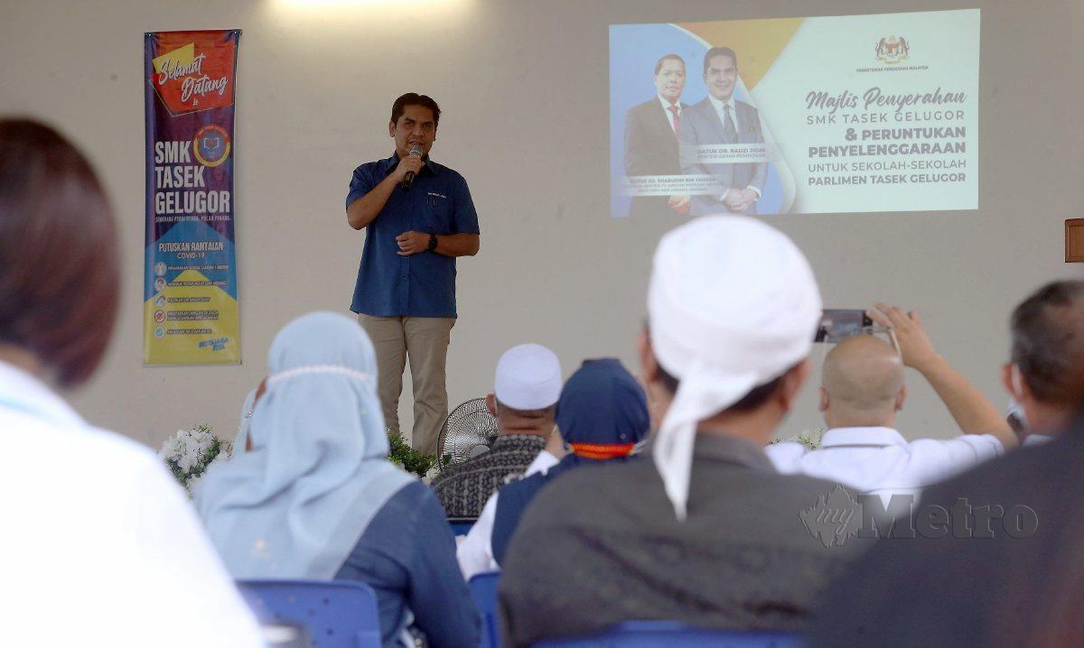 MOHD Radzi berucap pada Majlis Penyerahan SMK Tasek Gelugor dan Peruntukan Penyelenggaraan Untuk Sekolah-sekolah Parlimen Tasek Gelugor. FOTO Danial Saad