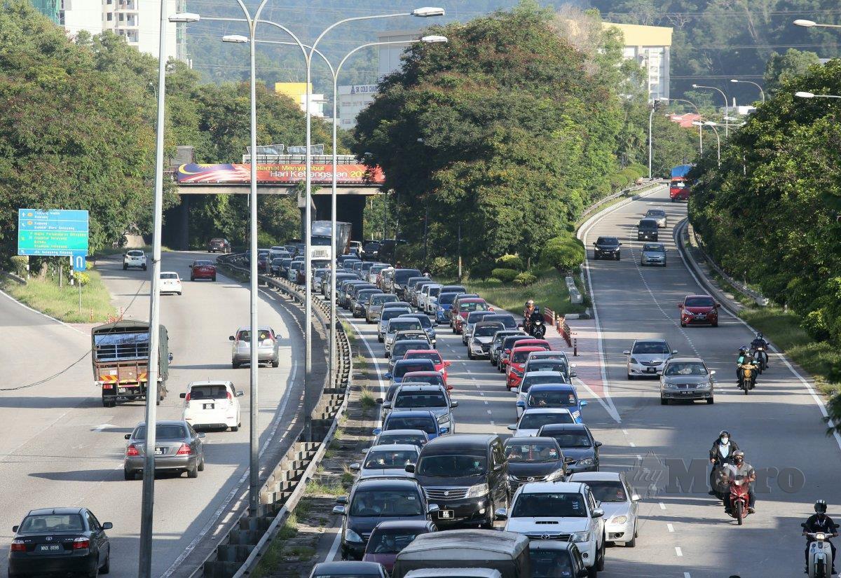KEADAAN lalu lintas di sekitar Jalan Kuching (gambar fail). FOTO Arkib NSTP