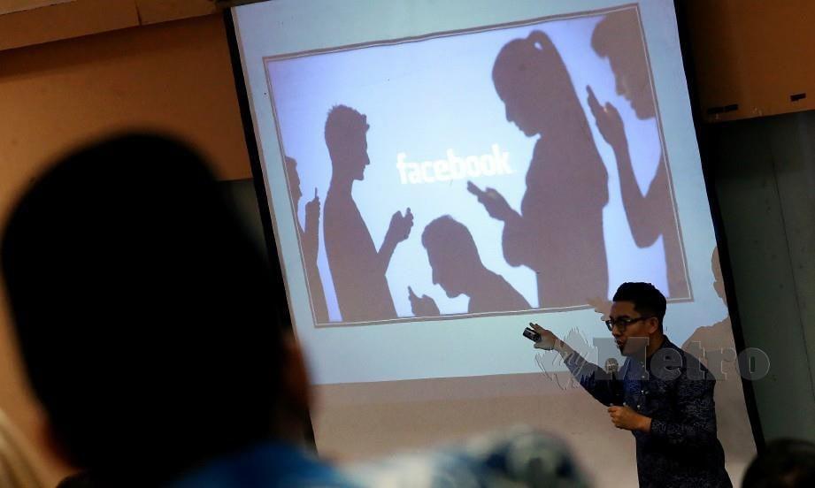MOHD Fadhil menyampaikan ceramah kepada peserta program Kesan Pendedahan Pornografi Terhadap Kanak- Kanak Dan Kaedah Menangani Serta Pemulihan Minda Kanak- Kanak Yang Terdedah Pada Pornografi. FOTO RASUL AZLI SAMAD