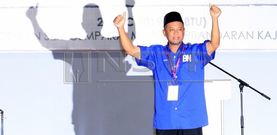 Zakaria ketika diumumkan pemenang kerusi Ahli Dewan Undangan Negeri Semenyih di pusat penjumlahan undi PRK N24 Semenyih di Dewan Seri Cempaka, Kajang. FOTO Mohd Yusni Ariffin