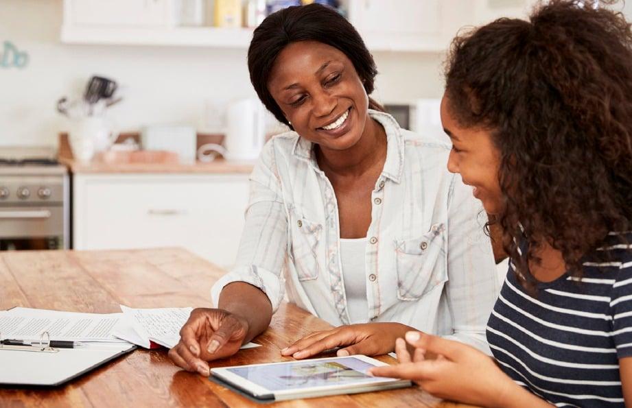 MEMAHAMI antara satu sama lain dapat mengeratkan hubungan anak dan ibu bapa.