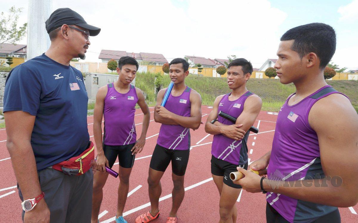 POAD (kiri) buktikan kemampuan selepas seorang lagi anak buahnya cemerlang di GP Malaysia. FOTO NSTP