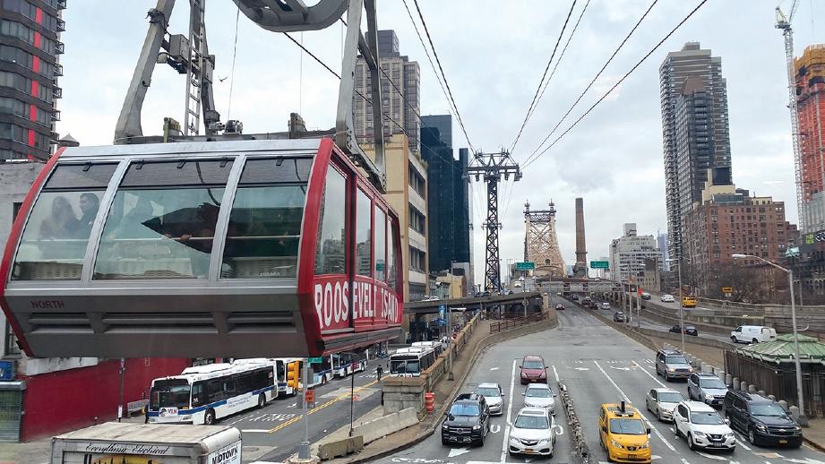 KERETA kabel yang menghubungkan antara Manhattan dan Roosevelt Island. FOTO Hafiz Ithnin