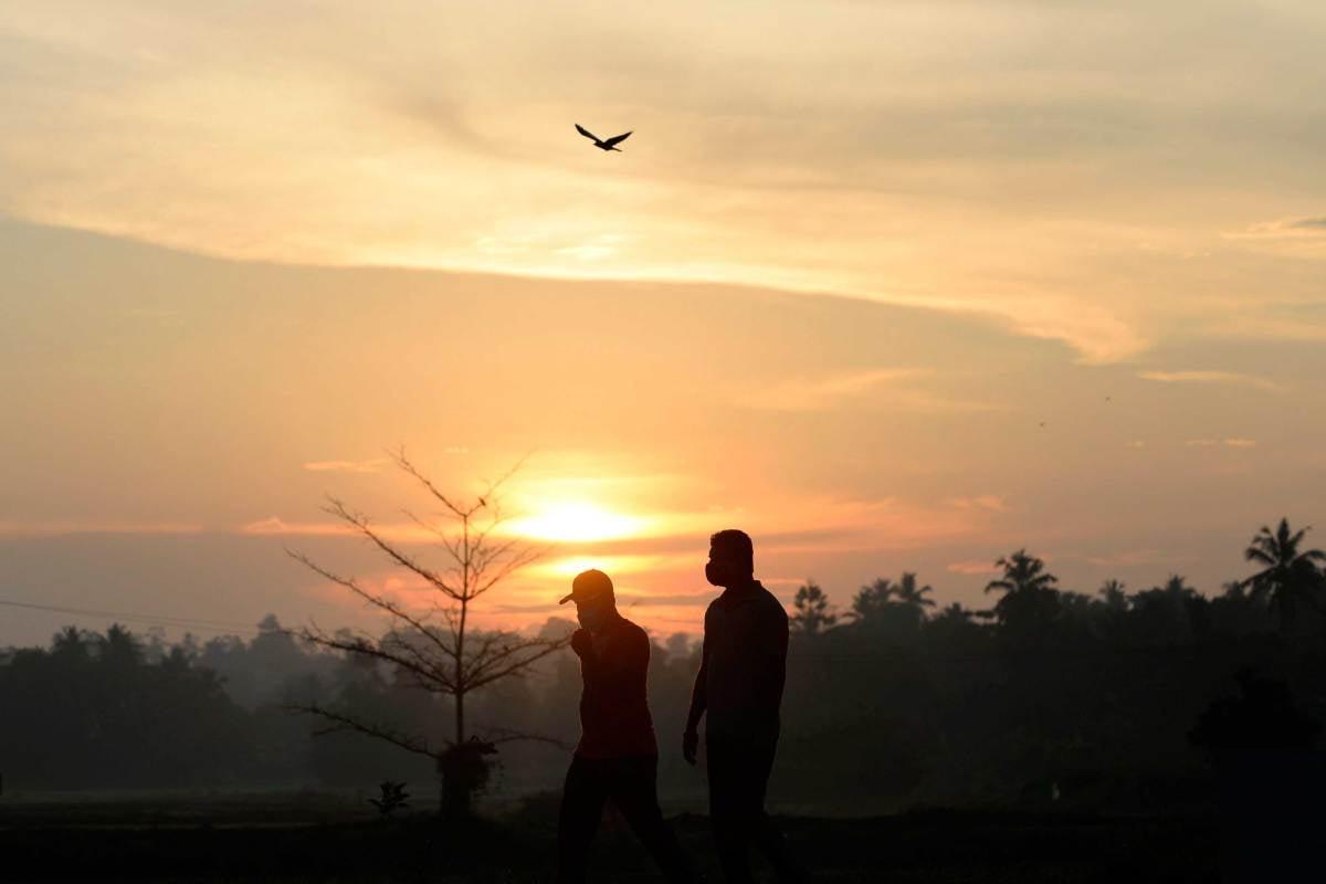 SAHABAT yang baik adalah sahabat yang sentiasa membawa sahabatnya kepada mengingati Allah SWT pada setiap masa. FOTO AFP