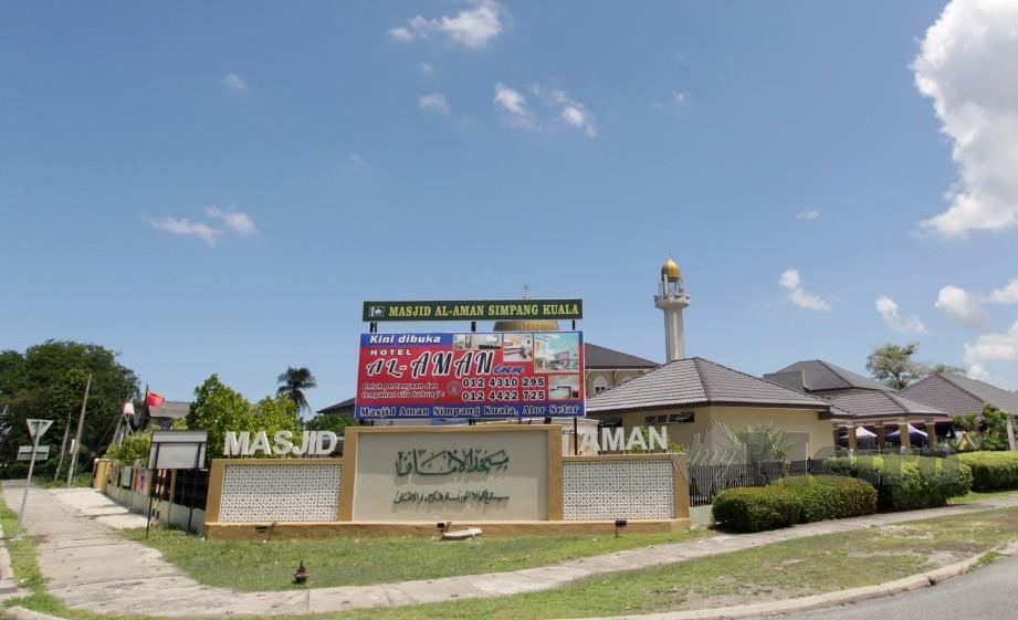 KEDUDUKAN strategik Masjid Aman yang terletak di kawasan persimpangan Lebuhraya Sultanah Bahiyah- Jalan Kuala Kedah. FOTO Sharul Hafiz ZAM