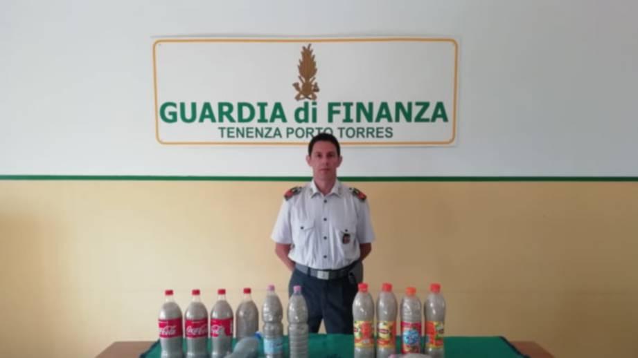 WARGA Perancis berdepan hukuman kerana cuba membawa pulang 14 botol pasir sebagai 'cenderamata' ketika pulang bercuti dari sebuah pantai di Sardinia, Itali. FOTO Agensi