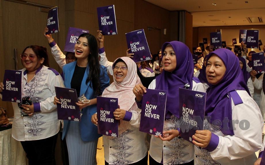 Haniza Mohamed Talha (tengah) ketika merasmikan Nation Of Women Negeri Sembilan di d'SORA Boutique Business Hotel. FOTO AZRUL EDHAM MOHD AMINUDDIN