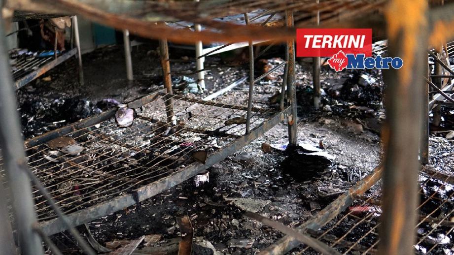 KEADAAN asrama perempuan yang terbakar hampir 80 peratus. FOTO Hazreen Mohamad