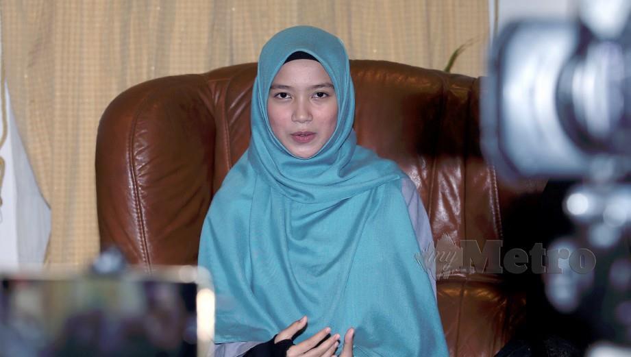 PENCIPTA lagu, Siti Amirah Dayana Mohd Amerullah ketika sidang media mengenai isu lagu Sumpah di Kota Damansara. FOTO HAIRUL ANUAR RAHIM