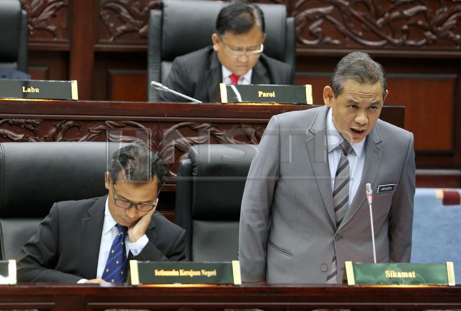 AMINUDDIN (kanan) ketika membahaskan usul ucapan takziah kepada Allahyarham Muhammad Adib di Dewan Undangan Negeri, Negeri Sembilan. Foto HAZREEN MOHAMAD