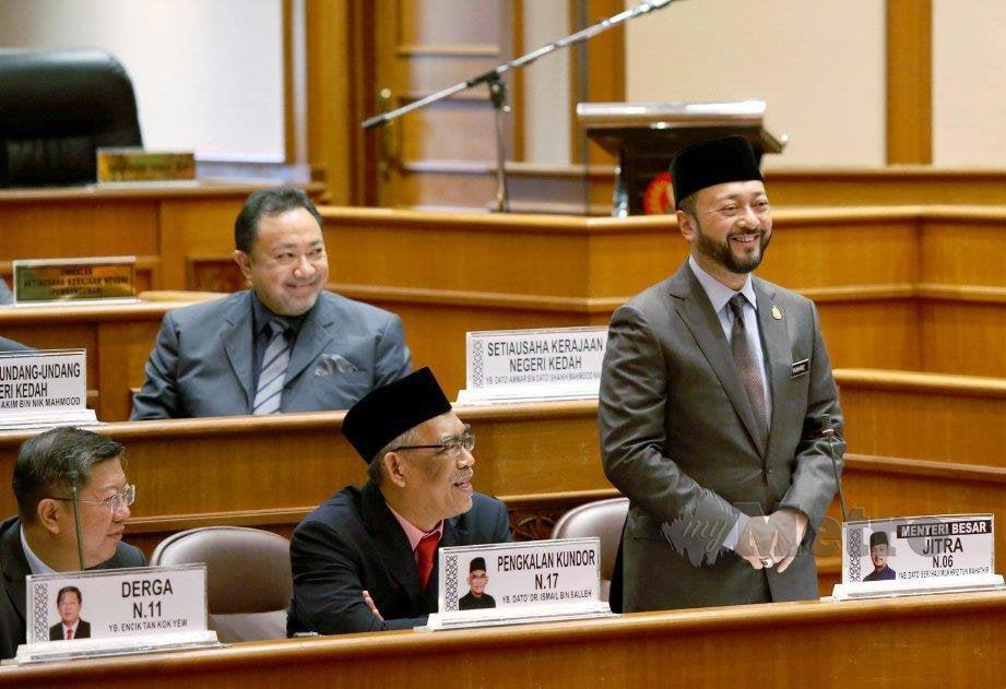MENTERI Besar Kedah, Datuk Seri Mukhriz Mahathir menjawab soalan pada sesi soal jawab sempena Sidang Dewan Negeri, Mesyuarat Pertama Penggal Kedua, Dewan Undangan Negeri Kedah ke-14 di Wisma Darul Aman. FOTO Sharul Hafiz Zam
