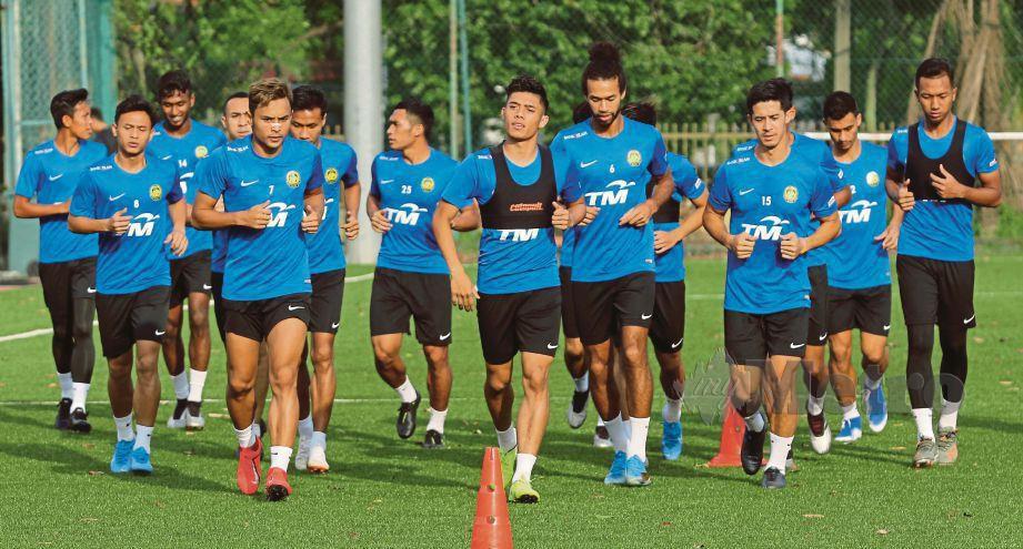 SKUAD kebangsaan menjalani latihan di Wisma FAM, Kelana Jaya.  - FOTO Aizuddin Saad