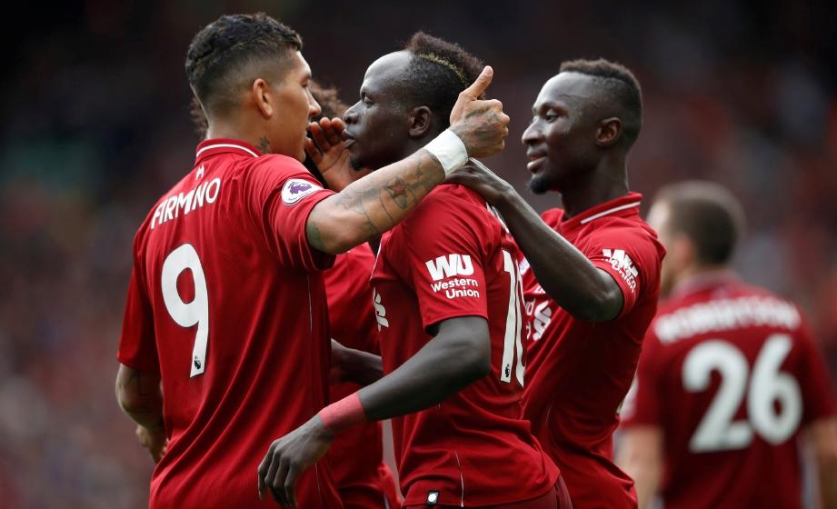 PEMAIN Liverpool, Sadio Mane (tengah) meraikan jaringan peribadi kedua ketika aksi menentang West Ham di Stadium Anfield, malam tadi. FOTO Reuters