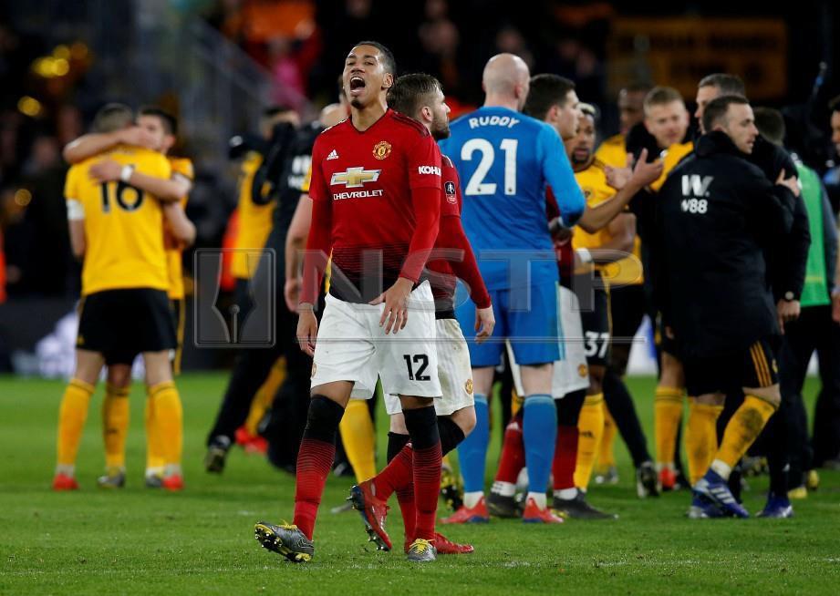 REAKSI pemain United,  Chris Smalling selepas tamat perlawanan menentang Wolves. - FOTO  Reuters
