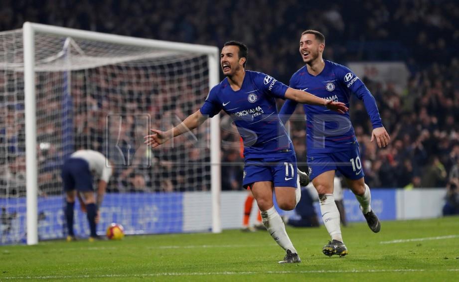 Pemain Chelsea, Pedro meraikan jaringannya ketika pasukan itu menewaskan Tottenham, 2-0 pagi ini. FOTO Agensi