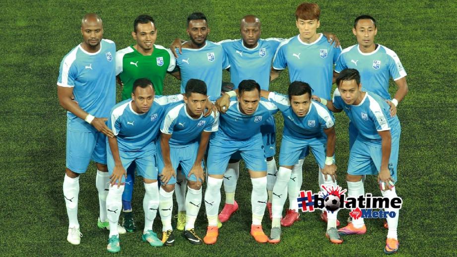 PEMAIN Pulau Pinang di Stadium Tun Abdul Razak, Jengka pada Februari lalu. FOTO Muhd Asyraf Sawal