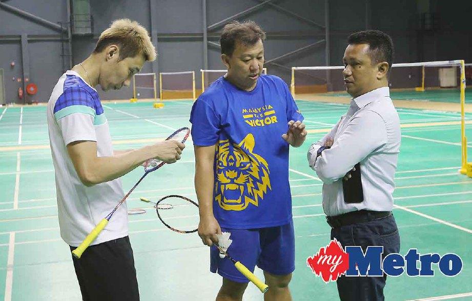 SEU Bock (tengah) pernah latih Chong Wei sebelum dinaikkan pangkat sebagai ketua jurulatih wanita. -Foto fail