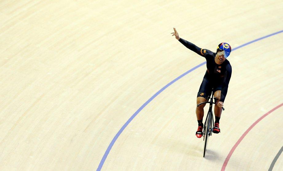 MOHD Fadhil hampir memecahkan rekod kebangsaan ketika memenangi emas acara 1 kilometer ujian masa. FOTO Luqman Hakim Zubir