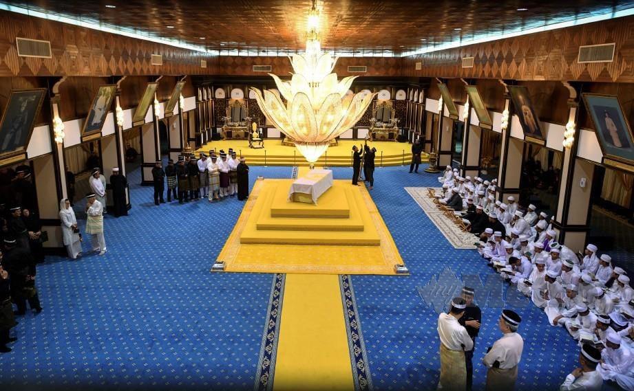 SUASANA Balairung Seri, terletaknya Jenazah Paduka Ayahanda Sultan Haji Ahmad Shah Al- Musta'in Billah di Istana Abu Bakar Pekan. FOTO Bernama