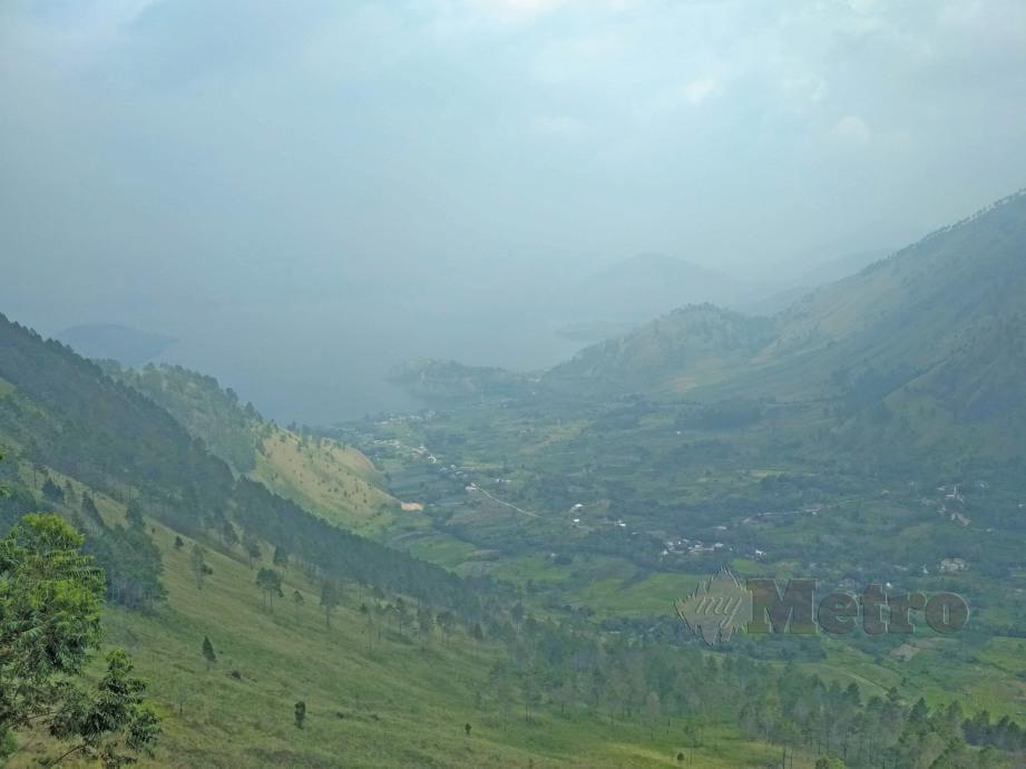 JIKA melalui jalan kampung untuk ke Medan, mata akan dijamu dengan pemandangan indah dan hijau gunung-ganang yang kebanyakannya belum diteroka. FOTO Zuhainy Zulkiffli