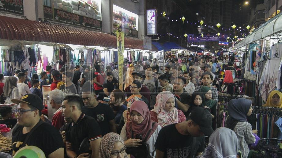 KEADAAN bazar Ramadan di Jalan TAR. FOTO Arkib NSTP