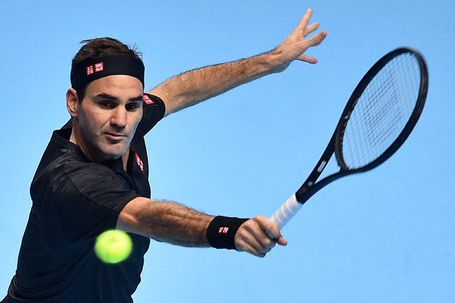 AKSI Federer ketika menentang  Berrettini. - FOTO AFP
