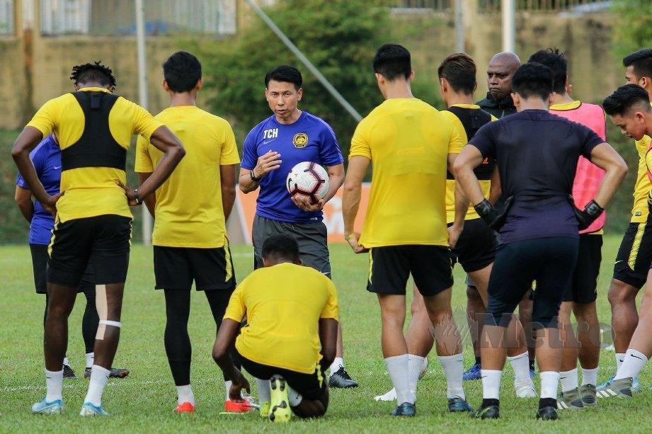 STUART berkata Cheng Hoe (tengah) layak untuk terus membimbing Harimau Malaya. FOTO Aizuddin Saad