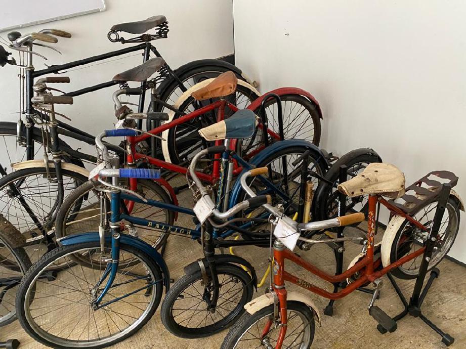 KOLEKSI basikal antik.
