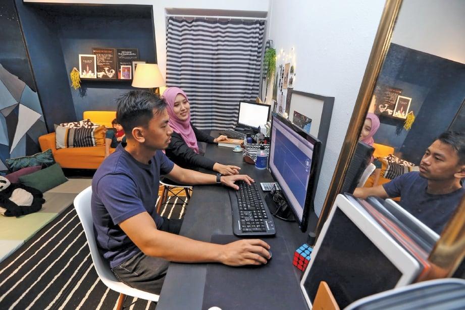 STUDIO untuk Marlia dan suaminya yang ditempatkan di bilik anak mereka. FOTO: Hairul Anuar Rahim