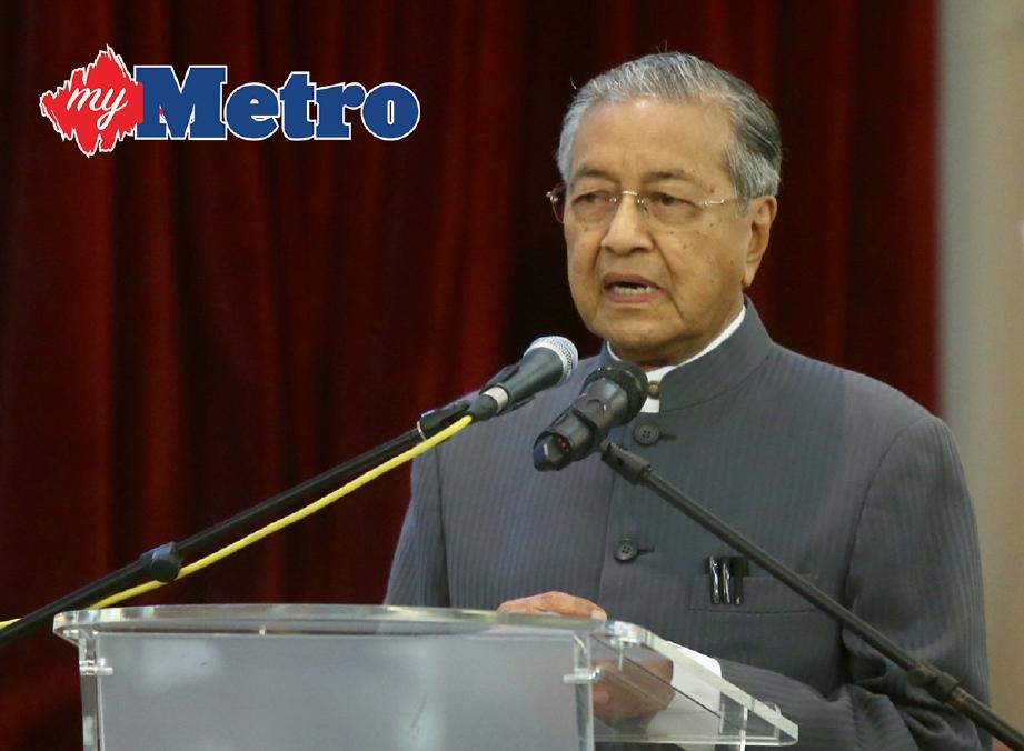 TUN Mahathir sedia terima portfolio terbabit jika ada permintaan. -Foto fail