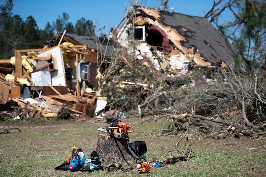 KEADAAN sebuah rumah di Nixville, South Carolin, selepas dilanda puting beliung. FOTO AFP