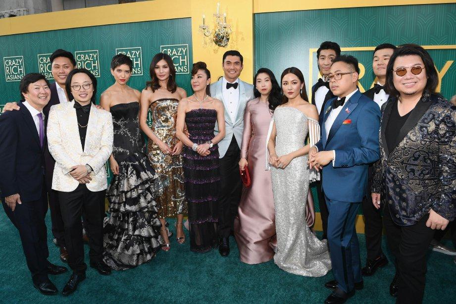 BARISAN bintang yang menjayakan filem Crazy Rich Asians. Foto AFP