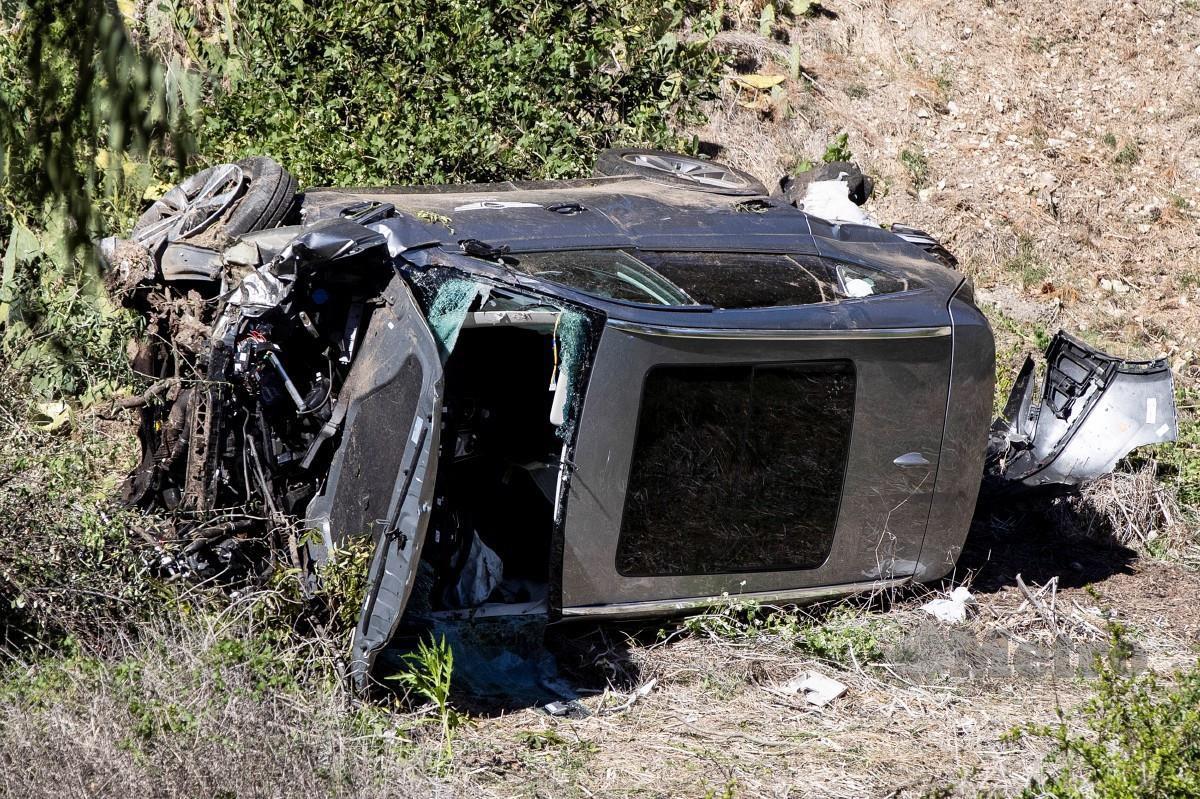KEADAAN kereta yang dipandu Woods. FOTO EPA