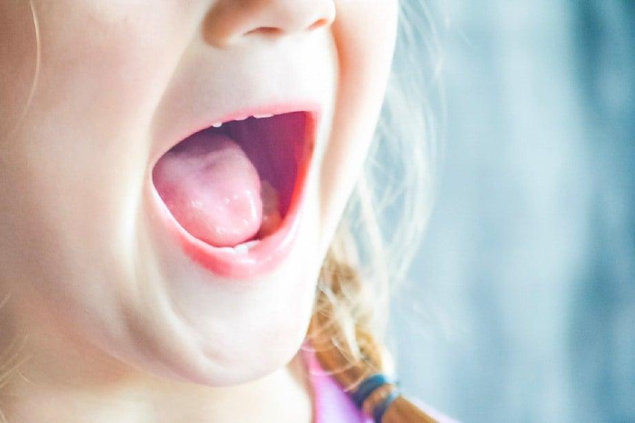 MASALAH lambat bercakap boleh dikesan seawal usia setahun. FOTO: Sumber Google