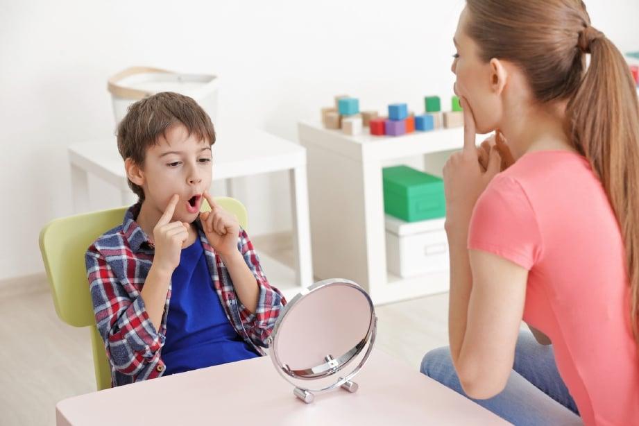 DAPATKAN khidmat terapi segera untuk kurangkan jurang masalah lambat bercakap. FOTO: Sumber Google