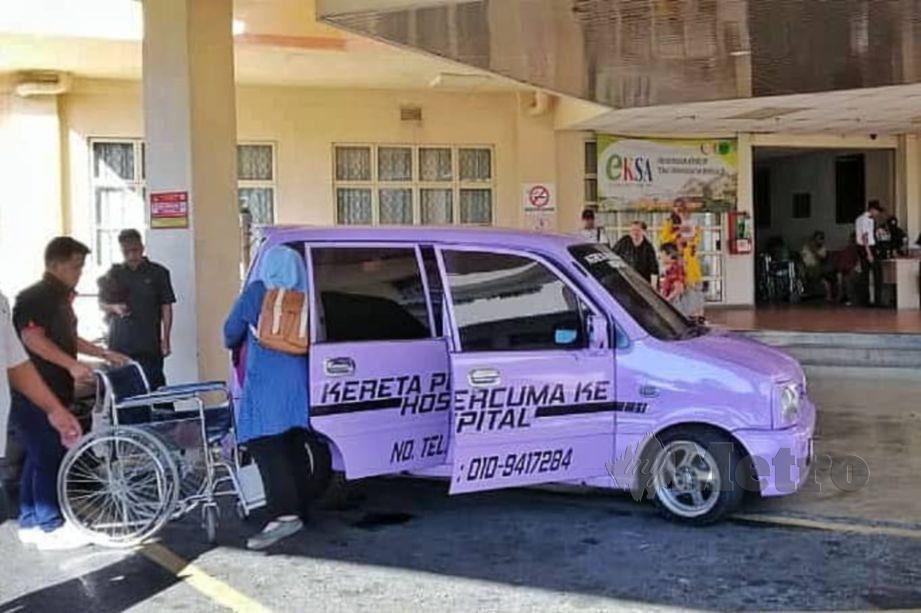 KERETA Perodua Kenari milik Mohamad Kadir Abd Jalil yang digunakan untuk perkhidmatan kereta percuma ke hospital, di Sandakan. FOTO Mohamad Kadir Abdul Jalil