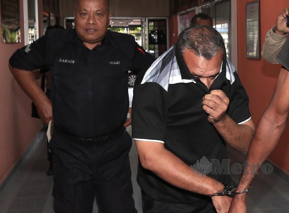 PENJAWAT awam berusia 42 tahun didakwa di Mahkamah Sesyen Kuala Kangsar dengan 104 pertuduhan seks luar tabii kerana meliwat isterinya sejak Mac hingga Jun lalu. Tertuduh juga didakwa dengan tujuh pertuduhan amang seksual terhadap tiga anak perempuannya yang berusia 12, 10 dan lima tahun pada Mei dan Jun lalu. FOTO Muhaizan Yahya