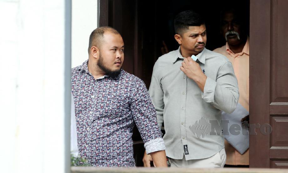 MOHAMMAD Ammierul Hafiz Abdul Rahman (kiri) dan Sritharan (tengah) didenda RM30,000 di Mahkamah Sesyen Ipoh. FOTO Effendy Rashid