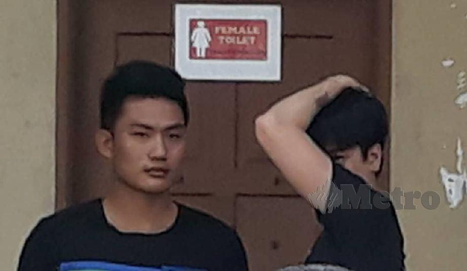 PASANGAN gay Tang Van Duc, 22, dan Lee Vu Linh, 29, mengaku bersalah di Mahkamah Sesyen Butterworth atas pertuduhan melanggar peraturan 11(7(a) Peraturan Imigresen 1963 dengan melakukan aktiviti tidak bermoral di dalam sebuah bilik hotel di Jalan Burma, Georgetown awal bulan lalu. FOTO Ramdzan Masiam