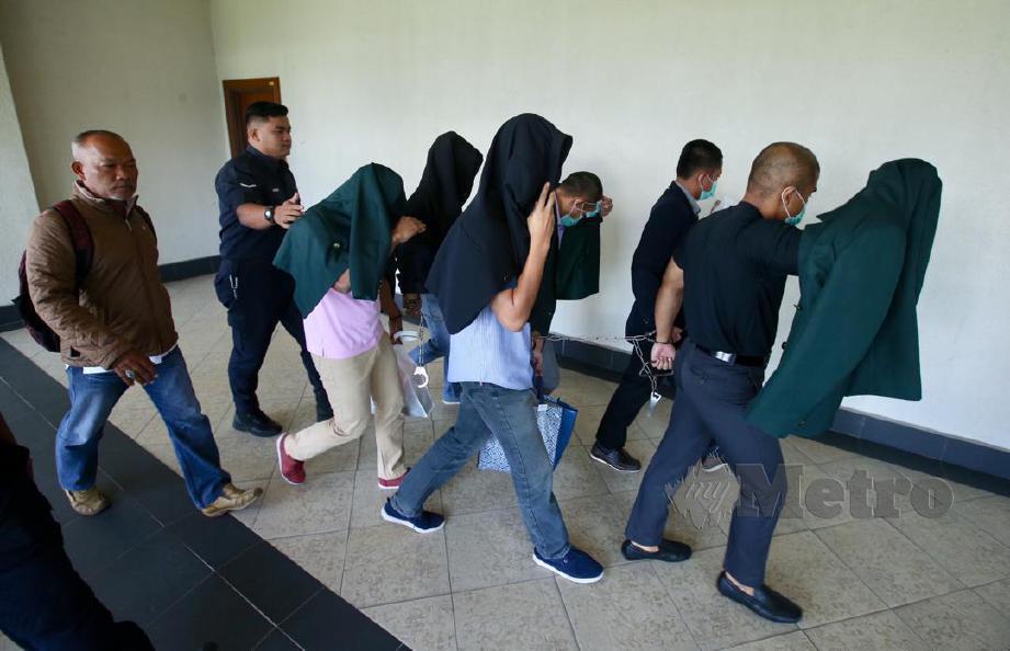 ANTARA penuntut UPNM yang terbabit hadir pada sambung bicara kes pembunuhan pelajar UPNM, Zulfarhan Osman yang diadakan di Mahkamah Tinggi Kuala Lumpur. FOTO Mohd Khairul Helmy Mohd Din