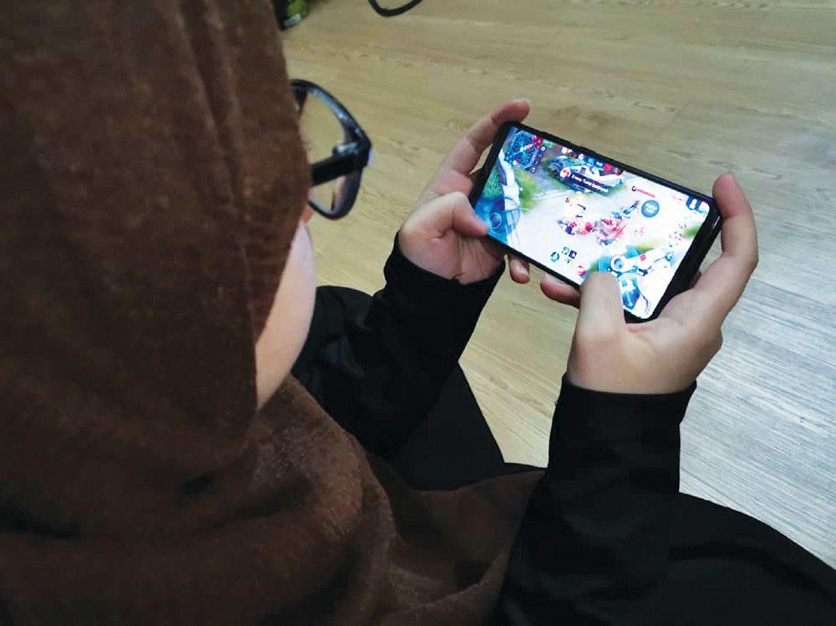 BERMAIN permainan video membantu pelajar untuk lebih fokus dan penyelesaian masalah kritis.