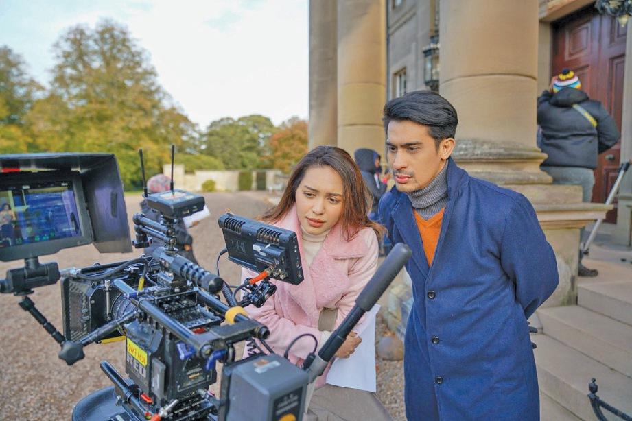 WANNA bersama Ashraf Muslim yang turut berlakon dalam filem Ada Apa Dengan Dosa.