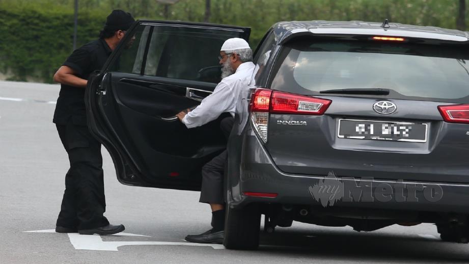 DR Zakir Naik tiba di Ibu Pejabat Polis Bukit Aman bagi memberi keterangan kali ke-3. FOTO ZUNNUR AL SHAFIQ
