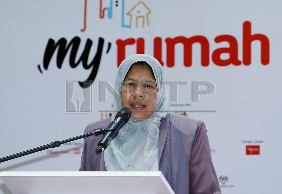 Menteri Perumahan dan Kerajaan Tempatan, Zuraida Kamaruddin menyampaikan ucapan sebelum merasmikan MyRumah 2019 di My Town Shopping Centre, Kuala Lumpur. FOTO Eizairi Shamsudin