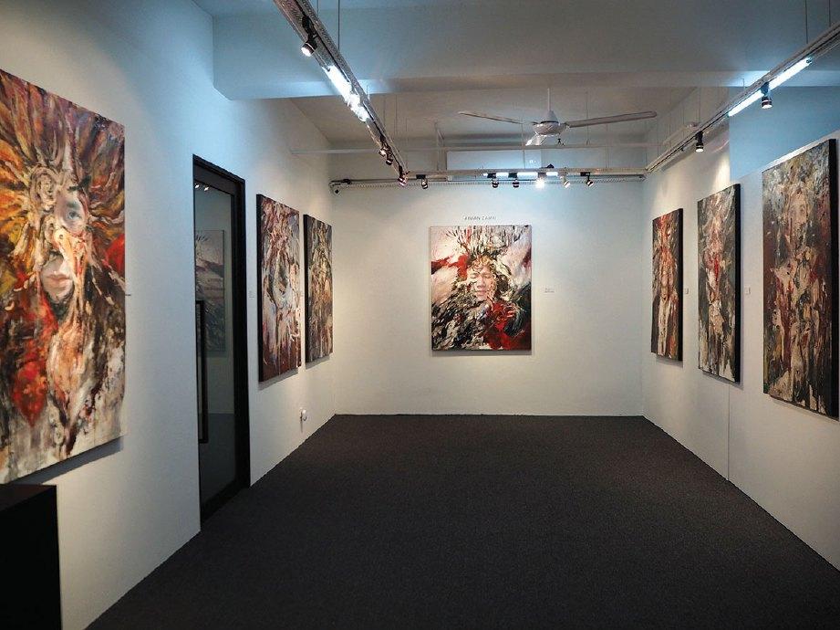 SEBANYAK lapan lukisan diketengahkan dalam pameran berjudul 'Feral Withdrawal' yang berlangsung di Project Room, Galeri G13.
